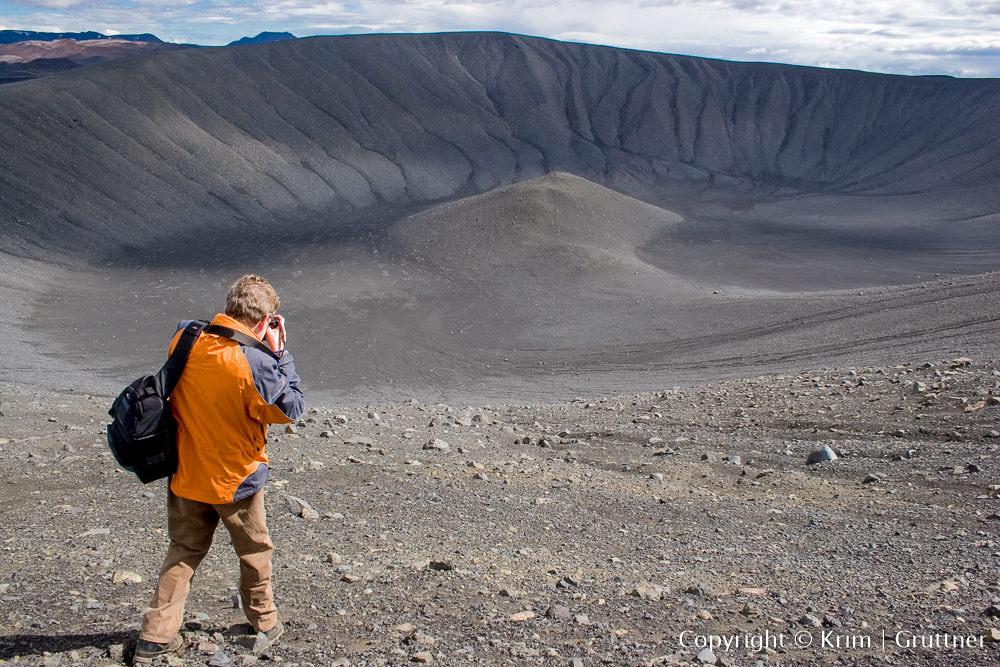 auf dem Kraterrand des Vulkans Hverfell in Island (Foto: Krim Grüttner)